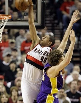 Nicolas_batum_dunks_on_pau_gasol_2_medium