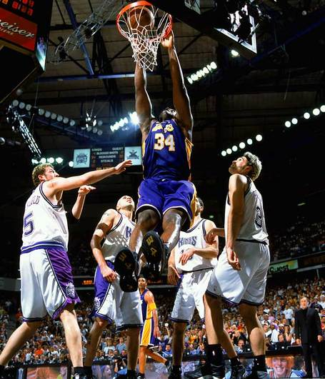 Shaquille-o-neal-lakers-kings-2002_medium
