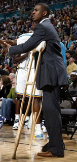 Chris Paul on crutches