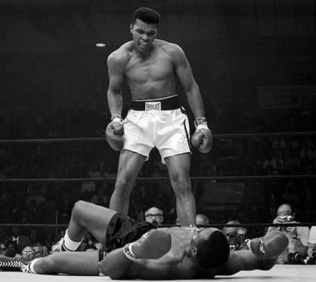 Muhammad_ali_versus_sonny_liston1_medium