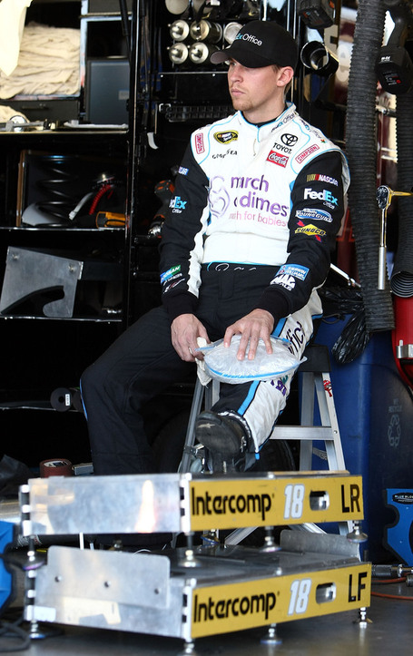 2010_20phoenix_20apr_20denny_20hamlin_20sits_20in_20garage_medium