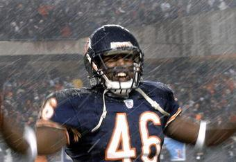 Chris_harris_chicago_bears_rain_medium