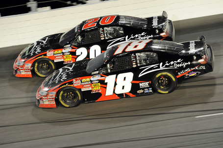 2010_20darlington_20nns_20denny_20hamlin_20and_20kyle_20busch_20side_20by_20side_medium