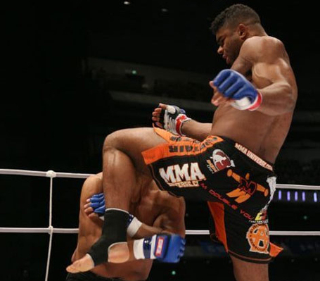 Overeem-knee_medium