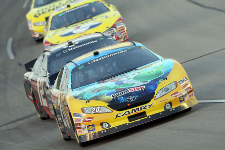 2010_kentucky_nns_logano_leads_allgaier_medium