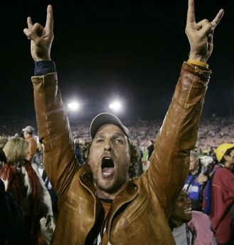 Matthew-mcconaughey-hook-em-horns_medium