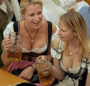 Oktoberfest_girl2_medium