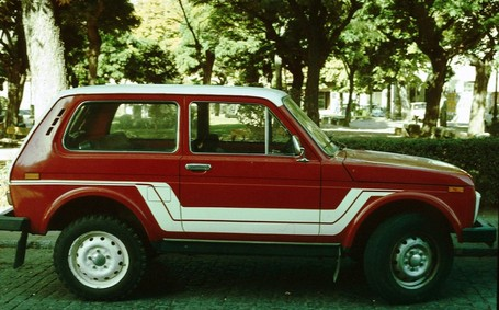 Lada_niva_with_stripes_in_profile_medium