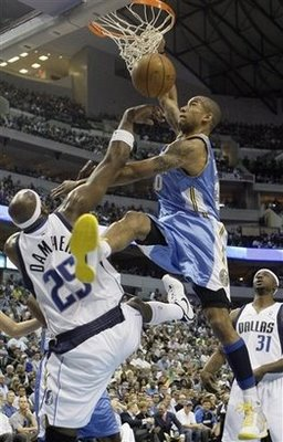 Dahntay_jones_dunks_on_erick_dampier_medium
