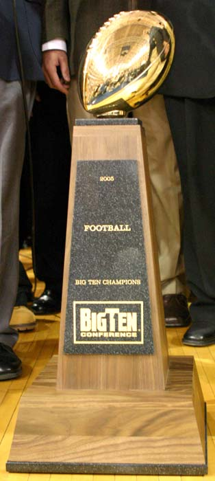 Big_ten_trophy_medium_medium