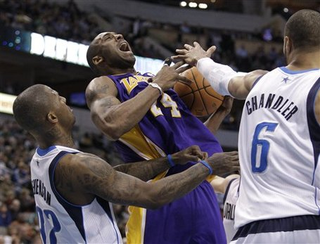 98879_lakers_mavericks_basketball_medium