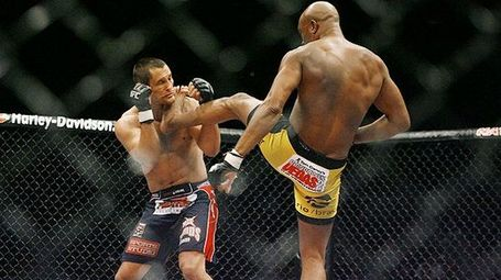 Mma_silva_throat_kick_580-thumb-572xauto-217752_medium