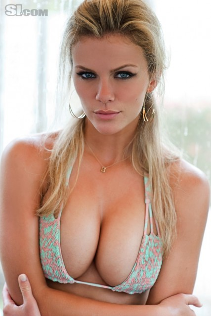 Brooklyn-decker-sports-illustrated-swimsuit-photshoot-2011-427x640_medium