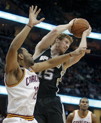 103060_spurs_cavaliers_basketball_medium