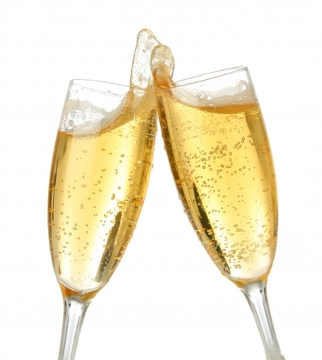 Champagne_toast_medium