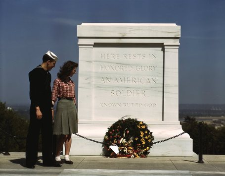 Tomb_of_the_unknowns_2c_with_u