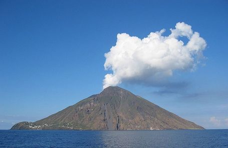 800px-denglersw-stromboli-20040928-1230x800_medium