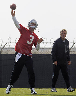 Alternate-crop---oakland-raiders-new-quarterback_medium