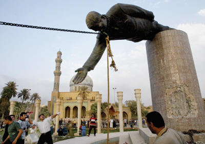 Saddam-hussein-statue_medium