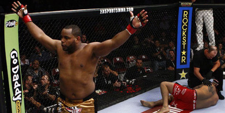Daniel-cormier-defeats-big-foot-silva_medium