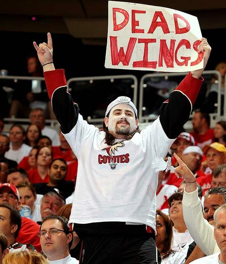 Coyotes-fan-sign_282_29_medium