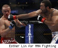 Jose Aldo beats Mark Hominick at UFC 129.