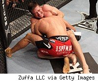 Stephan Bonnar defeats Igor Pokrajac at The Ultimate Fighter finale.