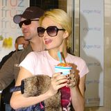 Paris-hilton-yogen-fruz-frozen-yogurt-0609_640w