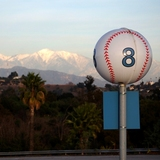 Dodger_stadium_and_snowcapped_mountain2