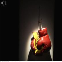Boxing_gloves_hanging_in_spotlight_42-17900200