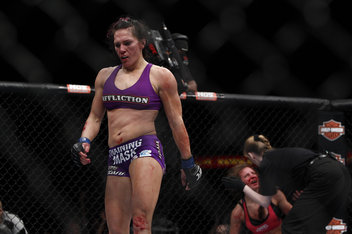 Zingano on 102 Cat Zingano Vs Miesha Tate 9418 0 Standard 352 0 Jpg