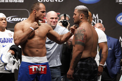034_junior_dos_santos_and_mark_hunt