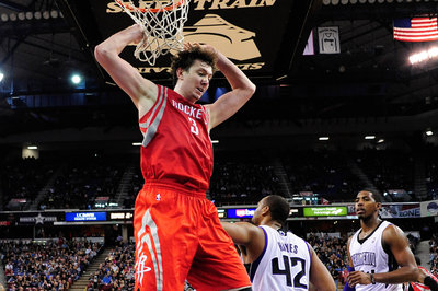 Rockets tell Omer Asik they will not honor his trade request, reports say