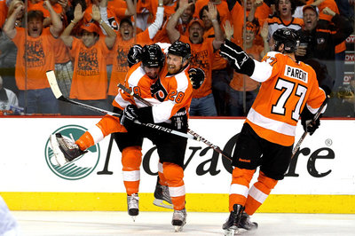 Mike Richards is still helping Claude Giroux, the Flyers