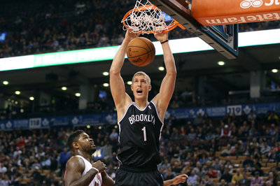 Nets snap their 5-game losing streak, escape Toronto with a 102-100 win over the Raptors