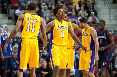 Lakers vs. Pistons final score: Nick Young charges in to save 106-102 victory