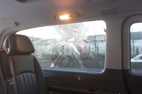 uber car attacked as paris taxi strike turns violent the verge. Black Bedroom Furniture Sets. Home Design Ideas